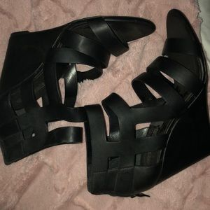 Strapping black wedge sandals